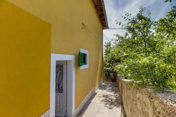apartments-meri-martinscica17E8DC8A6B-9210-4D9C-90B9-1E59E26DC148.jpg