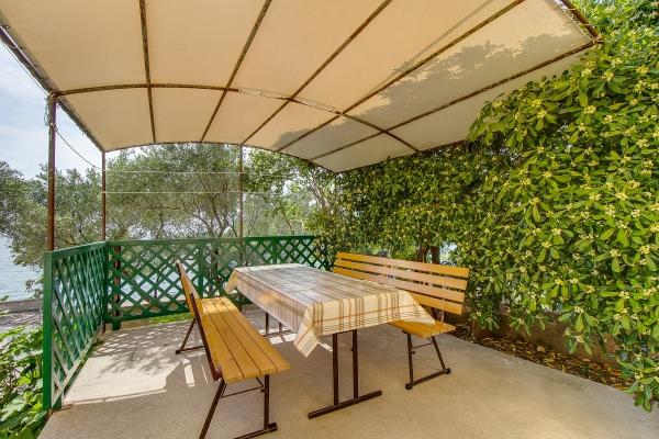apartments-meri-martinscica194F5067B0-71D2-408F-8882-EA85618ACA96.jpg