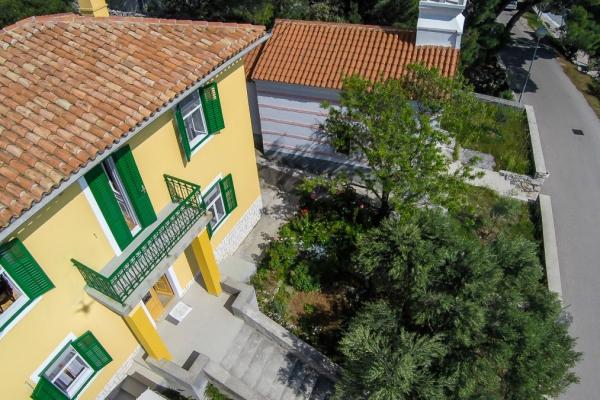 apartments-meri-martinscica44B76D3760-67E9-4762-AF63-F2B863E95C16.jpg