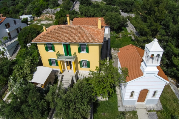apartments-meri-martinscica46D13E3466-70B6-4FD4-8531-F34A04AB6EBA.jpg