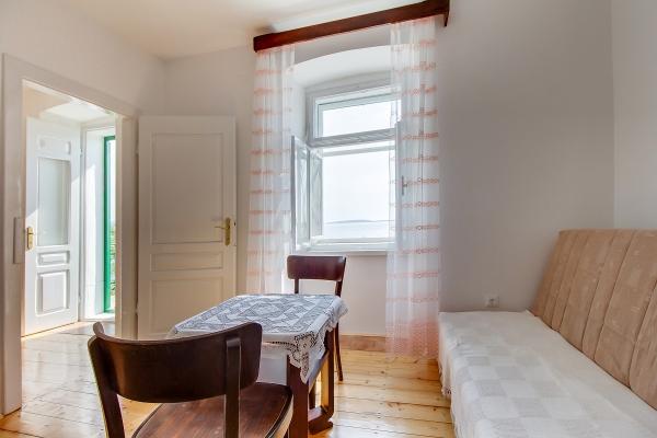 apartments-meri-martinscica6871B8E8FD-E5CB-4046-89AE-BC175606A872.jpg