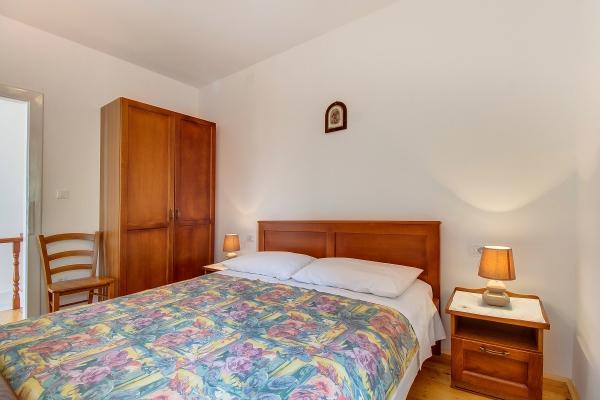 apartments-meri-martinscica785786D723-5E48-47F3-A6BB-DC66B872878C.jpg