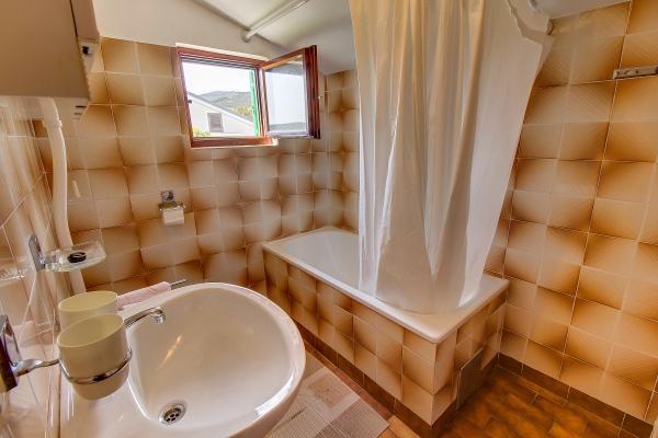 apartments-meri-martinscica827668D481-A056-47F9-B2B4-427EBEAA61C3.jpg