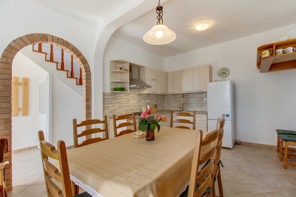 apartments-meri-martinscica95ED46737B-5CCE-458A-A027-8AC42EFC611F.jpg