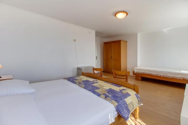 apartments-meri-miholascica1839C03DB9-064D-41E0-84A6-4A14876B4EE2.jpg